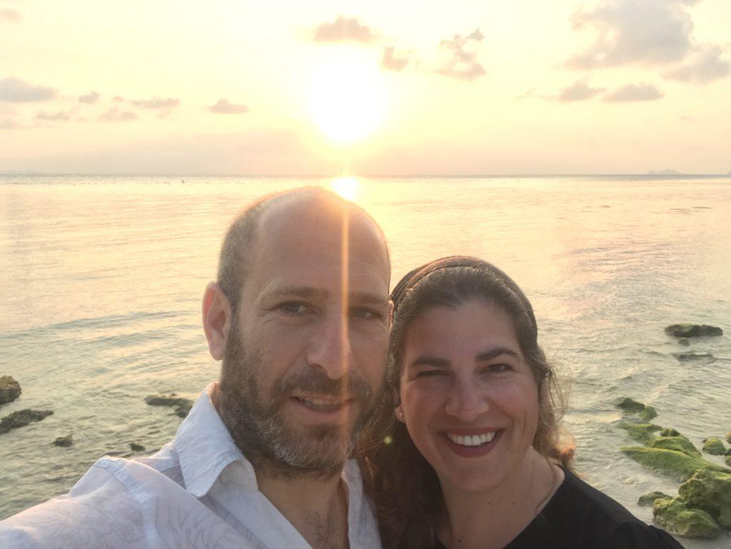 עם אפרת על חוף הים בתאילנד